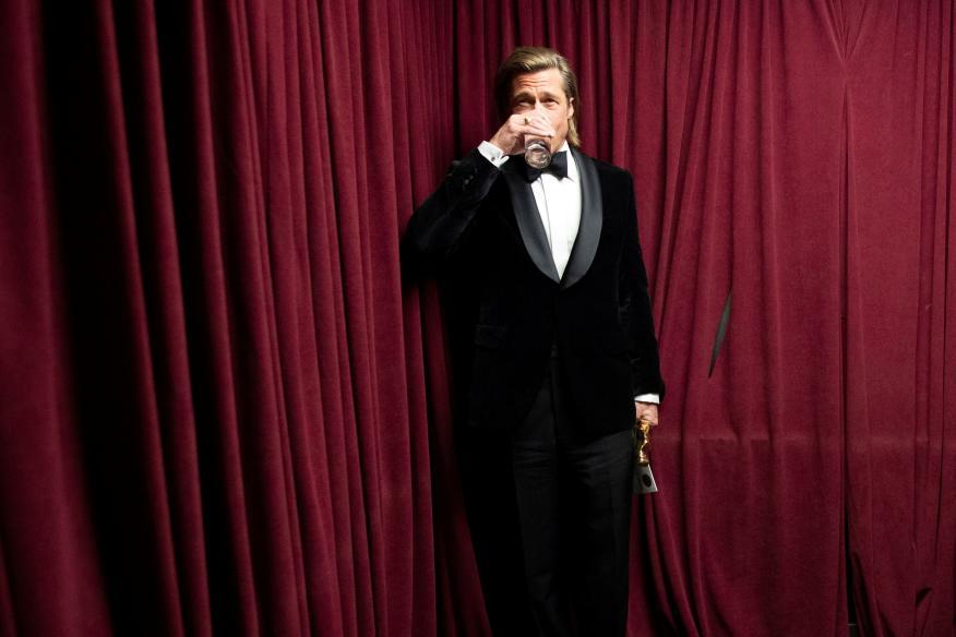 Brad Pitt, beber agua