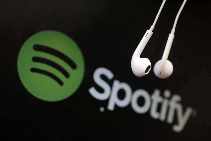 Auriculares con el logo de Spotify