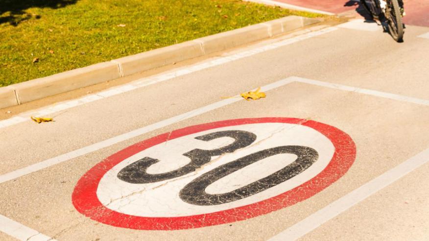 Las ciudades españolas toman la iniciativa sin esperar a la DGT y reducen su velocidad a 30 km/h