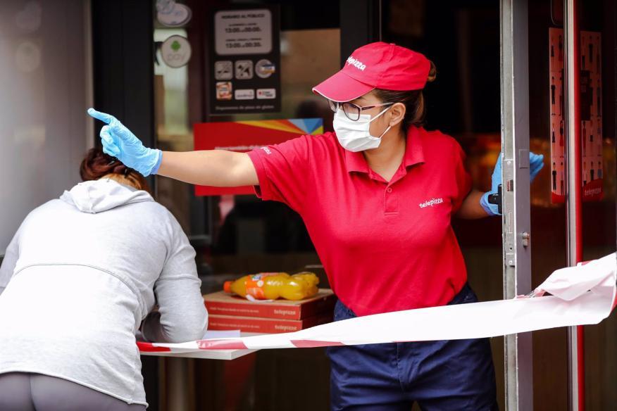 Una empleada de Telepizza