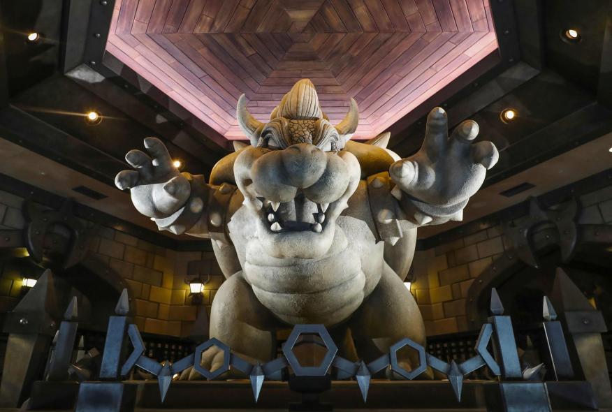 Una estatua de Bowser en el parque temático Universal Studios Japan en Osaka, Japón.