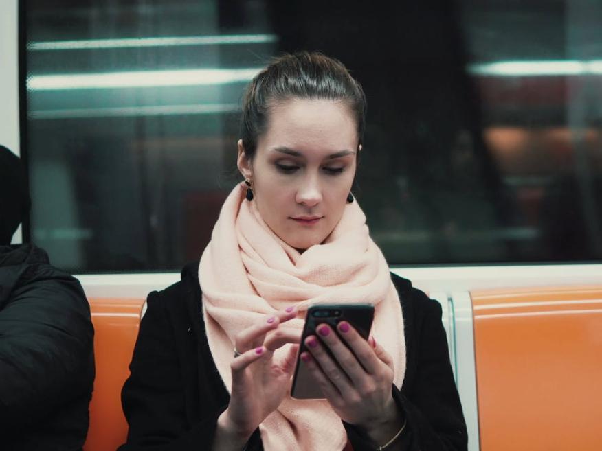 Mujer en el metro