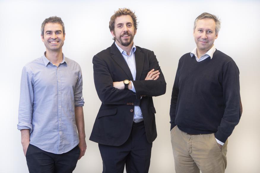 El CTO de Meep, Íñigo Herzog (izq.), y los cofundadores de la app: el CEO, Guillermo Campoamor (centro) y el arquitecto de IT Borja Fernández-Acero.