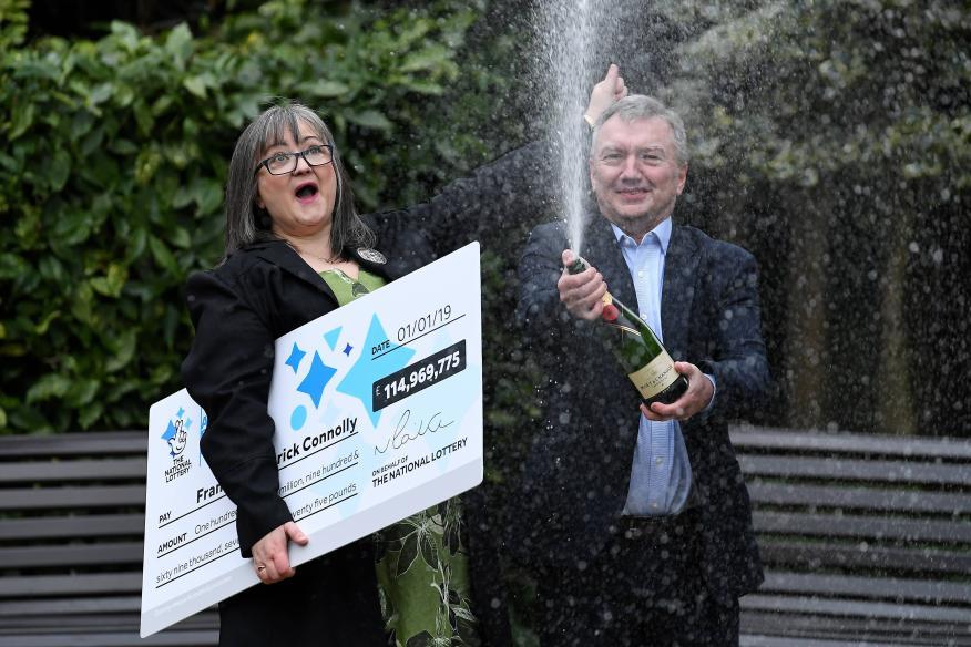 Frances y Patrick Conolly, después de ganar 135 millones de euros en el Euromillones en 2019