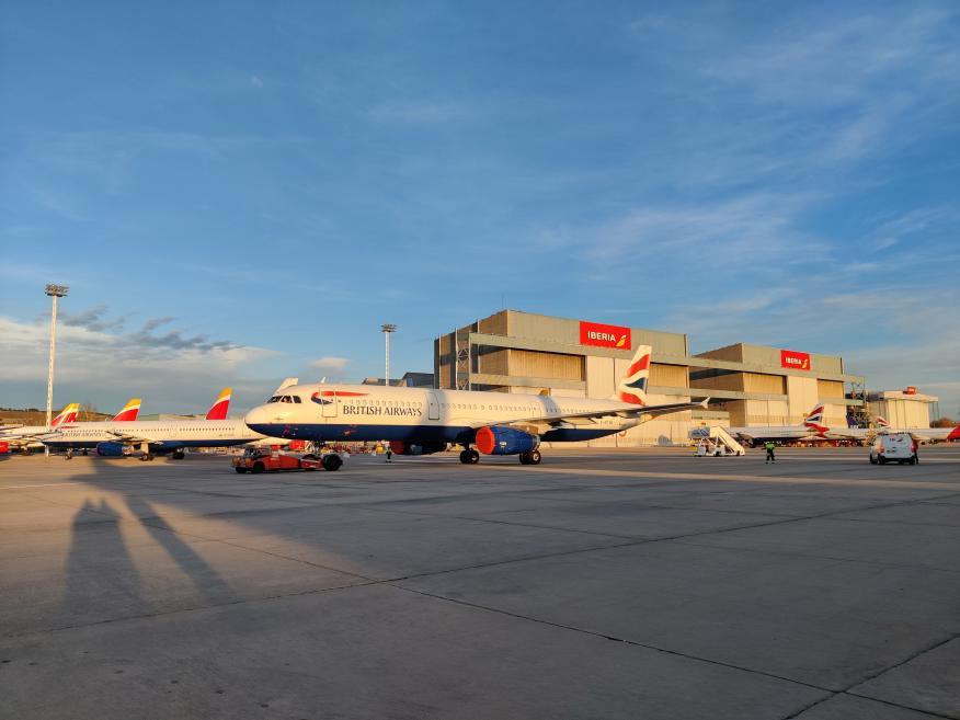 Aviones en la zona industrial de Iberia, en La Muñoza, Madrid.