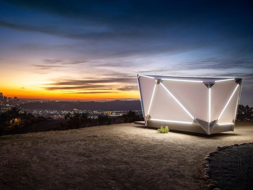 Estas diminutas 'cápsulas de escape urbanas' prefabricadas de 17.500 dólares de antiguos diseñadores de Tesla y SpaceX ya están disponibles para preordenar.