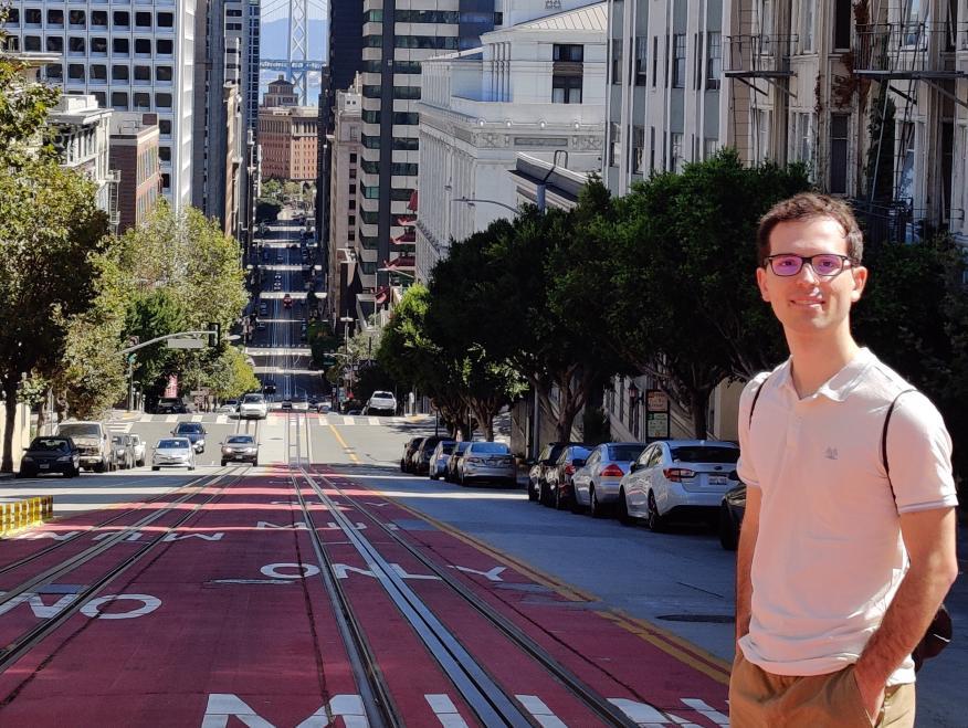 El ingeniero aeroespacial e informático español Aleix Paris en San Francisco.