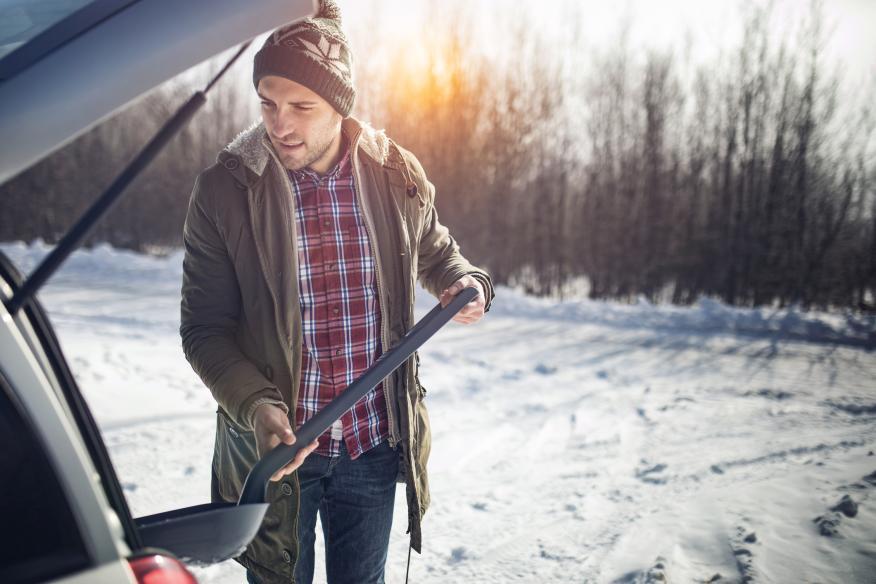 Objetos que llevar en el coche en invierno