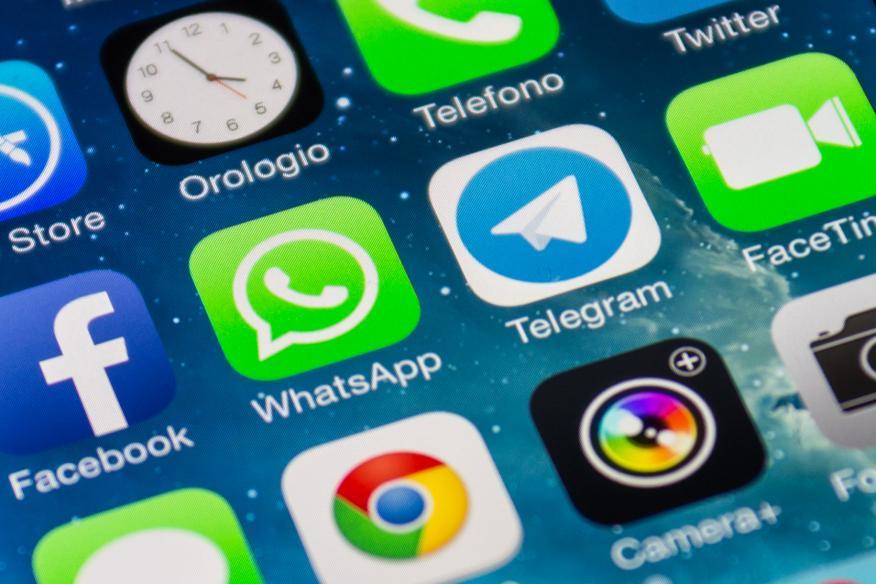 WhatsApp Telegram y Facebook