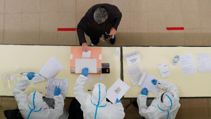 Una mesa electoral en las elecciones de Cataluña el 14-F.