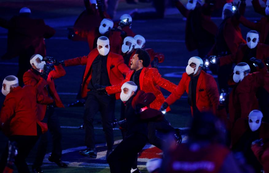 The Weeknd gastó 7 millones de su bolsillo y no cobró en la Superbowl: el COVID-19 marcará si le sale rentable