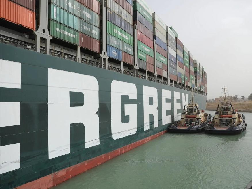 El Ever Given, atrapado en el Canal de Suez (Egipto), el jueves 25 de marzo de 2021.