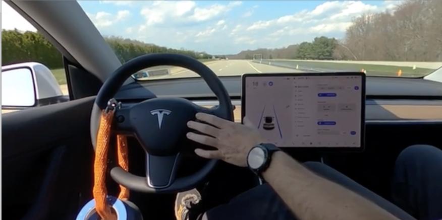 El autopilot de Tesla puesto a prueba